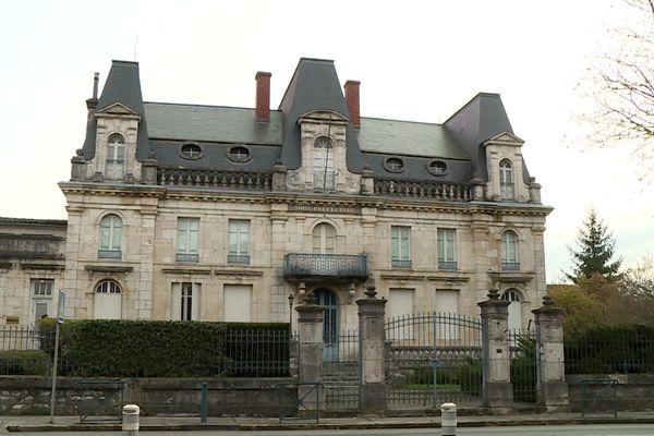 La bâtisse date du 19e siècle construite sous la monarchie de Juillet