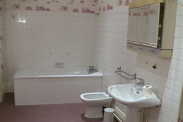 Une des salles de bain des appartements privés de l'ancienne sous-préfecture
