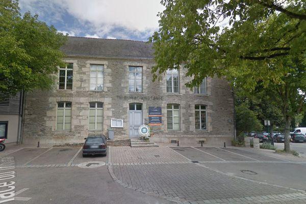 L'ancien tribunal de Ploërmel a trouvé acquéreur 10 ans après sa fermeture. Le maire de la Ville n'a pas voulu l'acheter estimant la restauration du bâtiment entre 700 000 et 800 000 €.
