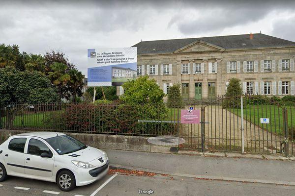 A Pontivy dans le Morbihan, l'ancien tribunal est passé des mains du Département à la Région pour en faire des bureaux.