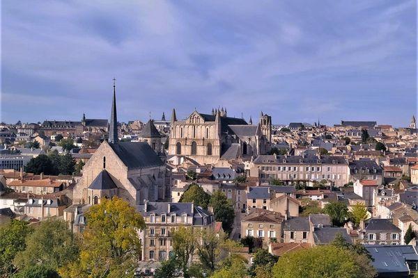 Depuis 1 an, Poitiers attire de plus en plus de familles parisiennes