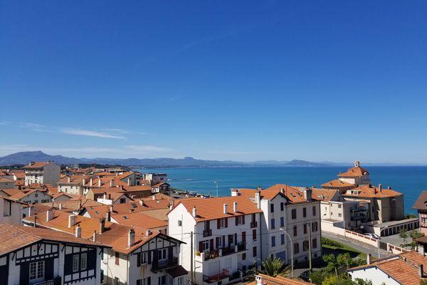Aujourd'hui, Biarritz compte 1.800 locations saisonnières déclarées. La mairie estime qu'en réalité, il y a au moins 2.500 meublés touristiques en ville.