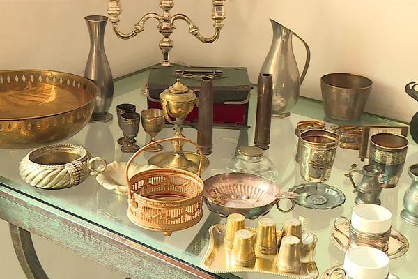Mobilier, œuvres d'art, objets de décoration et bibelots ont été mis à la vente